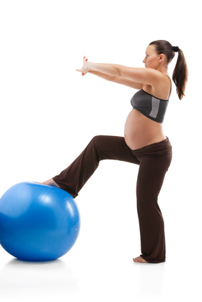 how to use yoga ball for pregnancy